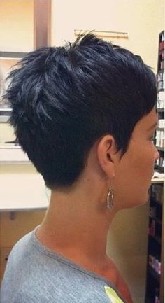 Idées et Tendances coupe courte Tendance Image Description Short hair from the back