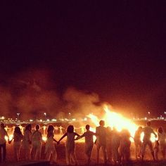 """San Joan. Una notte magica, un rito molto suggestivo, quello del """"comparatico""""! Il salto del fuoco, ripetuto tre volte e accompagnato da auspici e promesse, rende i partecipanti vestiti di bianco """"compari e comari per la vita""""..."""