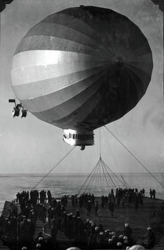 USS Los Angeles (ZR-3) Airship lands on USS Saratoga (CV-3) Aircraft Carrier