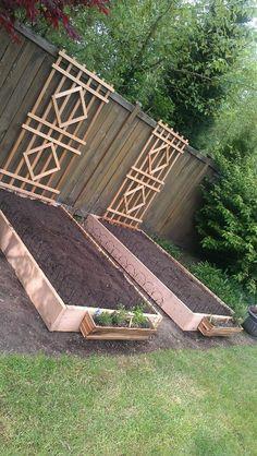 18 Amazing DIY Raised Garden Beds Ideas - Onechitecture DIY Garden Yard Art When growing your own la Veg Garden, Garden Types, Vegetable Gardening, Organic Gardening, Terrace Garden, Diy Garden Bed, Small Yard Vegetable Garden Ideas, Raised Garden Bed Design, Vegetable Planters