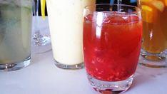 Drinken for deg som trenger en pause på terrassen. Venter du besøk av venninnegjengen og har mest lyst til å bare sitte på verandaen og skravle, så kan iste med bringebær være riktig tilbehør. Cold Drinks, Alcoholic Drinks, Milkshake, Mugs, Dessert, Tableware, Recipes, Food, Liquor