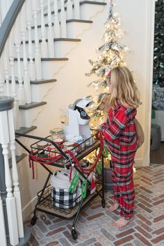 The holidays are HERE! One of my favorite things to do during the winter months is to create a cute hot cocoa bar for the kids. I'm so thrilled to partner with Home Depot today to show you how to make a quick and easy hot cocoa bar yourself- especially if you don't have the counter space for it! I found the cutest bar cart and all the fixings for an adorable hot cocoa bar that took me minutes to set up! Bar Fancy, Blogger Home, Fancy Kitchens, Ashley Home, Hot Cocoa Bar, Counter Space, Cute Mugs, Soft Blankets, More Cute