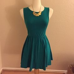 Forever 21 Teal Dress - size S Beautiful forever 21 Teal color summer dress. No zippers. It is stretchy material so you can just pull it down through your head. Looks cute with a nice necklace and belt. It's preloved so the top of the dress does show some fading from all the washes, but not that noticeable (see picture). Ty! Forever 21 Dresses