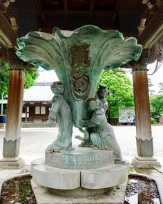 "Motohiro Oomori on Instagram: ""柴又帝釈天にあったよく分からない銅像。 何かの寄与された銅像なのか...柴又帝釈天に由縁があるものなのか...?分からなかった...?"""
