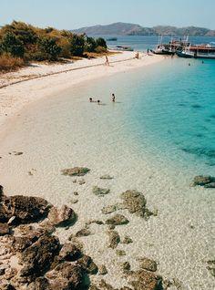 Getaway Essential: Deserted Beach, Nusa Tenggara, Indonesia.   (10 Beautiful Photos)
