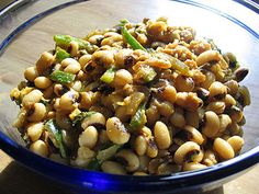 A simple black-eyed pea curry with earthy, spicy and zesty flavors Pea Recipes, Vegetarian Recipes, Cooking Recipes, Organic Recipes, Indian Food Recipes, Gluten Free Sides Dishes, Nutrition Articles, Proper Nutrition, Black Eyed Peas