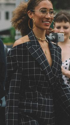Elaine Welteroth New York Fashion Week Spring Summer 2018 street style outfit Nyfw Street Style, Street Style Looks, Elaine Welteroth, Androgynous Women, Sophisticated Outfits, Surfer Girl Style, Campaign Fashion, Girl Celebrities, Workwear Fashion