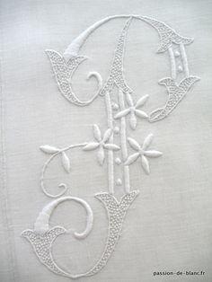 Monogrammes, dentelles ... > LINGE ANCIEN/Joli monogramme AP brodé main avec beau relief sur lin pour couture - Linge ancien - Passion-de-Blanc - Textiles anciens