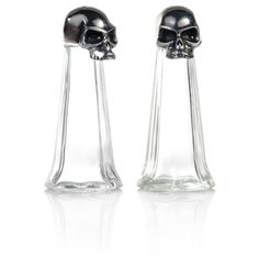 Skull salt and pepper shakers reminded me of the vial of poison in Hercules Skull Decor, Skull Art, Gothic Kitchen, Goth Home Decor, Salt And Pepper Set, Gothic House, Skull And Bones, Salt Pepper Shakers, Kitchen Gadgets
