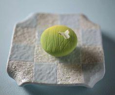 いいね!2,889件、コメント53件 ― Toru Tsuchieさん(@choppe_tt)のInstagramアカウント: 「今日の和菓子はねりきり で作った #春の野 です。 ねりきりとは白餡に餅や芋を混ぜて作った和菓子で 茶道 で使われる「上生菓子」の一種です。 #撮影 用に作成しました。…」