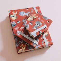 Um kit completo para suas anotações diárias. 📒✏ 3 itens de papelaria  Mini Caderno + Bloco + Chaveiro de Post 'Dogs'  http://www.elo7.com.br/mini-caderno-bloco-chaveiro-dogs/dp/7B26C0 (Link direto da loja na bio)  #kit #kits #prontaentrega #papelaria #papelariaartesanal #caderno #cadernosartesanais #chaveirodepostit #blocodenotas #postit #encadernaçãomanualartística #coptafrancesa #feitoàmão #cartonagem #stationery #notes #handmade #bookbinding #cartonnagge #handcrafts #crafts