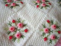 Bebek Battaniye Modelleri - Beyaz Çiçekli Bebek Battaniyesi Modeli