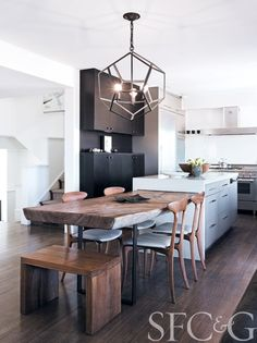 From a Blank Canvas, Kem Theilig Creates a Home for Gallerist and Best Friend Lisa Dolby Chadwick Photography by Joe Flecther A hand-forged iron pendant from Kneedler Kitchen Layout, Kitchen Island Dining Table, Kitchen Renovation, Kitchen Benches, Kitchen Remodel, Kitchen Island Design, Home Kitchens, Kitchen Inspiration Design, Interior Design Kitchen