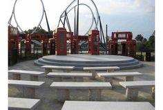 """Phonehenge - O Stonehenge de cabines de telefone.   A """"obra de arte"""" fica no antigo Parque de Diversões Hard Rock Park."""