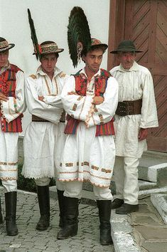 Romanian traditional dress: from the area of Bistrița-Năsăud in Transylvania, men's costume consists of a tunic and narrow pants, either linen or wool.