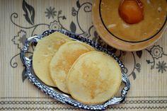¾ hrnčeka rastlinného mlieka,½ hrnčeka ži špaldovej muky, 2 ČL prášku do pečiva, 2 vajcia, 2 PL medu,1 PL kokosového oleja, 100 g čerstvých marhúľ alebo iného ovocia, ktoré máš v záhradke, 2 PL citrónovej šťavy