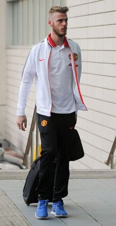 De Gea arrives at The Lowry, the night before the derby. Good Soccer Players, Football Players, Man Utd Fc, Manchester United Players, Today's Man, Red Army, Man United, Goalkeeper, The Unit