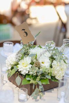 Rustic white and green wedding centerpiece ideas @weddingchicks