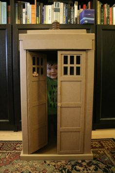 Cardboard TARDIS for your kids. Is there anything more awesome? Doctor Who ftw. DIY.