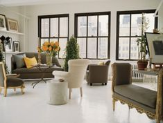 Vicente Wolf's Chelsea Loft - just sublime. I would love a home with white walls and floors. Like an opal. Black Window Trims, Black Windows, Big Windows, Modern Windows, Sash Windows, All White Room, White Walls, Classic Decor, Carpet Diy