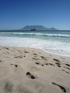 Footsteps on the Cape sand. Culture Day, Beach Adventure, Table Mountain, I Love The Beach, Beach Stuff, World Cities, Beautiful Ocean, Summer Dream, Places Of Interest