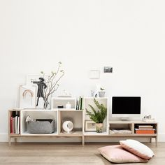 Maak een dressoir of tv meubel met de Stacked elementen van Muuto.
