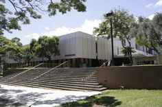 Hawaii Public Colleges and Universities - University of Hawaii-Manoa: Hamilton Library