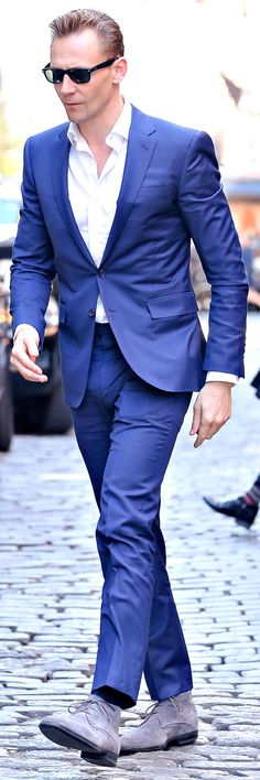 Tom Hiddleston looks sharp in a bright blue suit while out and about in SoHo, New York City on April 20, 2016. Full size image: http://ww2.sinaimg.cn/large/6e14d388gw1f34o119b18j21jp2bch4v.jpg Source: Torrilla, Weibo http://www.weibo.com/1846858632/Ds2sz9oui?from=page_1005051846858632_profile&wvr=6&mod=weibotime