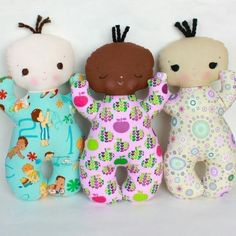 Operation Christmas Child Ideas - cute baby dolls ****** these would be so nice to make for children in the hospital or shelters.I have lots of leftover material to use! Softies, Operation Christmas Child, Sewing Hacks, Sewing Crafts, Sewing Projects, Fabric Crafts, Sewing For Kids, Baby Sewing, Cute Baby Dolls