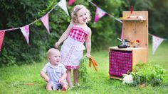 Wir zeigen Dir 15 tolle Wege, wie Du alte Haushaltsgegenstände clever für Deine Kinder recyclen kannst.