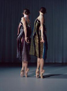 Lassen Sie sich verzaubern: Tänzerinnen vom Ballett Zürich präsentieren Abendmode, die uns in ein Wunderland entführt.