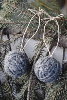 Julekuler av vattkuler og garn!