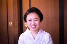 Full smile of the geiko Ichimari! (Source)