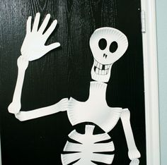 paper plate skeleton for kids craft Halloween Skeletons, Halloween Art, Holidays Halloween, Halloween Themes, Halloween Decorations, Halloween Costumes, Skeleton For Kids, Skeleton Craft, Thanksgiving Crafts