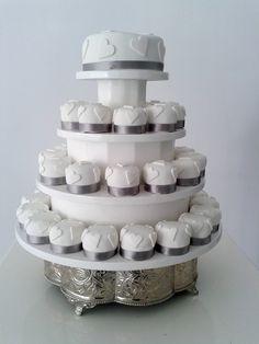 White Mini Hearts Cupcakes - Wedding Cake - Portugal #weddingportugal #lisbonweddingplanner #weddingcakeportugal