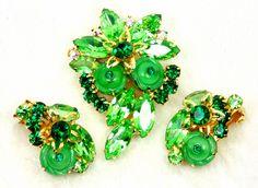 SOLD!! Vintage Green Juliana Rhinestone Imbedded Art Glass Brooch and Clip On Earrings by imagiLena on Etsy #pottiteam