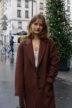 Mode Outfits, Casual Outfits, Fashion Outfits, Medium Hair Styles, Short Hair Styles, Parisian Style, Parisian Cafe, Parisian Apartment, Apartment Layout