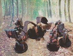 Hobgoblin soldiers close in on a wild Griffin. #dnd #dungeonsanddragons #warhammer #miniatures #toyphotography #toygroup_alliance #wargaming #toyunion #griffin