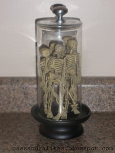 easy to make ..and very cheap (we are talking a couple bucks)...love this..so many ways to decorate this