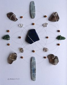 CONFIDENCE GRID Crystal Grid with clear quartz, kyanite, apatite, smoky quartz, lapis lazuli. Increases self communication and confidence by strengthening the will power and clearing the throat and brow chakras