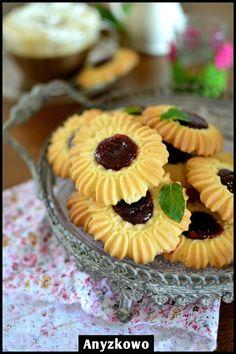 """Maślane Ciasteczka z """"Maszynki"""" / Polish Butter Cookies With """"Razer"""" Recipe… Best Homemade Cookie Recipe, Amazing Cookie Recipes, Spritz Cookie Recipe, Spritz Cookies, Easy Delicious Recipes, Sweet Recipes, Homemade Food, Cupcakes, Cupcake Cookies"""