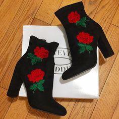 Christmas Stockings, Holiday Decor, Instagram Posts, Fashion, Needlepoint Christmas Stockings, Moda, Fashion Styles, Christmas Leggings, Fashion Illustrations