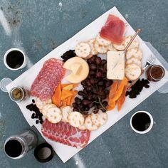 [Homemade] Cheese platter picnic. #TTDD#TheThingsDadsDo