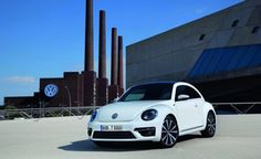 Volkswagen has launched their new Beetle R-Line in a choice of two packages. One is an exterior package and the other, an interior package. The exterior package can be orders as a standalone while the interior package is an added feature. To appeal to a variety of customers and pander to their individual choices, the Volkswagen sporty R-Line in a choice of 12 attractive colors, and the exterior and interior packages can be independently added for customisation.