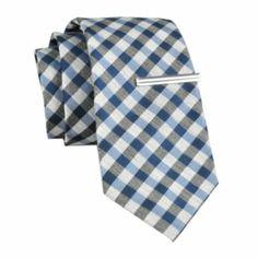 Groomsmen ties,in red,ushers in blue