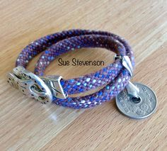 Kumihimo  on a disc - 16 slot hollow braid Friendship Bracelet Patterns, Friendship Bracelets, Beading, Braids, Slot, Macrame, Weave, Fiber, Leather