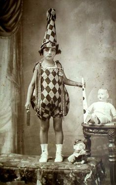 i dressed as a harlequin clown through most of my childhood on halloween, my costume was not this good. picture taken in 1903 Antique Photos, Vintage Pictures, Vintage Photographs, Old Pictures, Vintage Images, Old Photos, Vintage Circus, Vintage Dior, Vintage Vogue