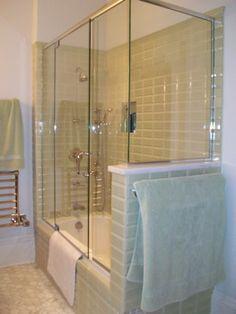 Glass enclosed batht