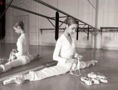 ballet www. - - ballet www.anawesomelife… Ballett ballet www. Dance Photos, Dance Pictures, Yoga Pictures, Ballerinas, Ballet Dancers, Ballet Feet, Bolshoi Ballet, Ballet Girls, Tumblr Ballet