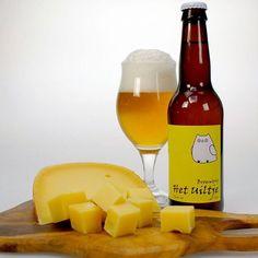 Hele lekkere combinatie: Extra Belegen Boerenkaas met de Dwerguil van het uiltje. #kaasenbier #trompheemstede #kaas #boerenkaas #bier #uiltje #Dwerguil #foodcombining #heemstede #Haarlem